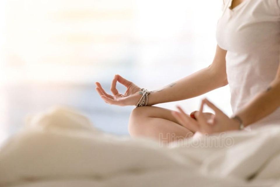 Снять стресс используя сауну и медитацию.